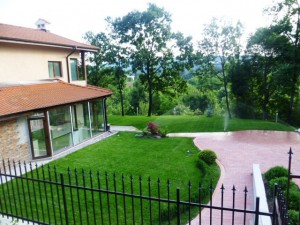един  озеленен двор